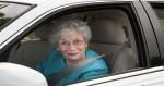 Policjant zatrzymał auto z pięcioma starszymi paniami