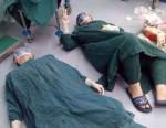 Po 32 godzinnej operacji lekarze ze zmęczenia zasnęli na podłodze