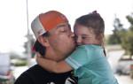 Ojciec znajduje swoją córkę w schronisku dla bezdomnych, po dwuletnich poszukiwaniach