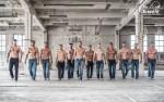 """Rozebrali się, żeby ratować kobiece piersi. Trójmiejscy crossfitowcy wypuszczają """"nagi"""" kalendarz na rok 2017"""
