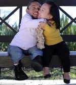 Najniższa para na świecie zaręczyła się po ośmiu latach związku (miłości). Razem mierzą w sumie 177cm wzrostu.