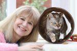 """""""Koci Anioł"""" z miasta Cheltenham spędza całe dnie  na poszukiwaniu zaginionych kotów"""