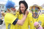 Szwedzcy kibice spotkali w Kielcach bezdomnego. Kupili mu buty, dali koszulkę i wręczyli bilet na mecz z Anglią.