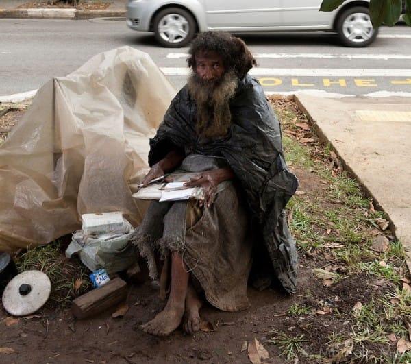 Historia Raimundo – bezdomnego który w wieku 77 lat zupełnie zmienił swoje życie.