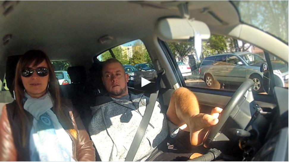 Zdał egzamin na prawo jazdy, chociaż nie ma rąk
