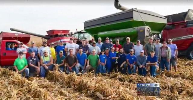 Sąsiedzi pomogli zebrać plony farmerowi, który zachorował na raka