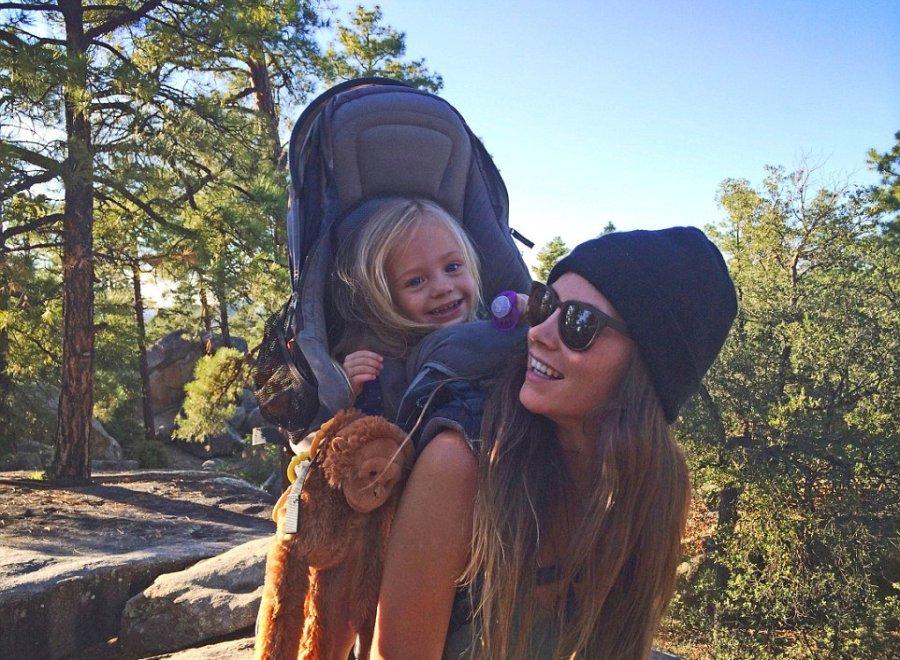Odważna i pełna pasji mama zabiera swoją 3-letnią córkę na wędrówki i biwakowanie po całej Ameryce