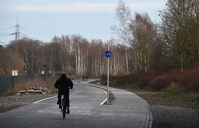 Niemcy budują 100-kilometrową autostradę dla rowerów – właśnie otwarto jej pierwszą część