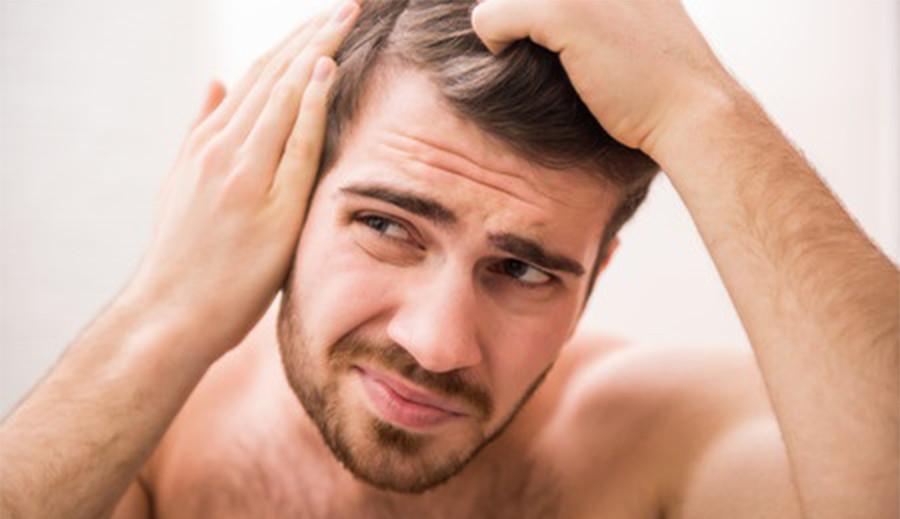 Polscy naukowcy odkryli skuteczny sposób hamujący wypadanie włosów