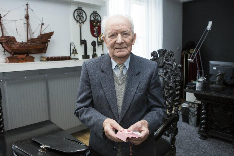 Pan Jan od 12 lat wręcza nagrody za ustąpienie mu miejsca w tramwaju