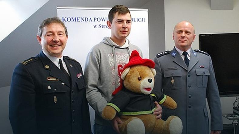 23-letni bohater …uratował mężczyznę z płonącego budynku