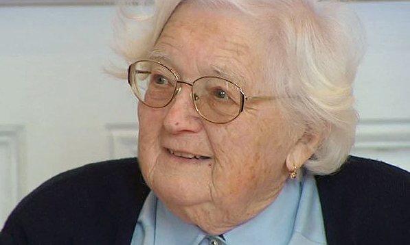 90-latka obroniła doktorat. Pracę w całości napisała odręcznie