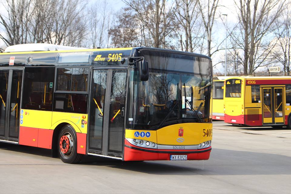 Kierowca warszawskiego autobusu uratował życie pasażerce. Podjął reanimację na przystanku.