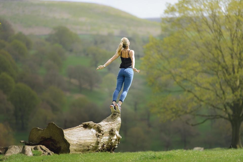 Co rzeczywiście wzmacnia nasze człowieczeństwo i dobre samopoczucie