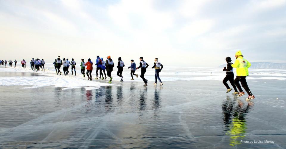 Piotr Hercog zajął pierwsze miejsce w Baikal Ice Marathon, jednym z najtrudniejszych biegów na świecie. Drugi na mecie był również Polak Łukasz Zdanowski.