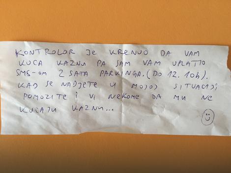 Nieznajomy bohater na ulicach Belgradu, próbował uchronić kobietę od mandatu.