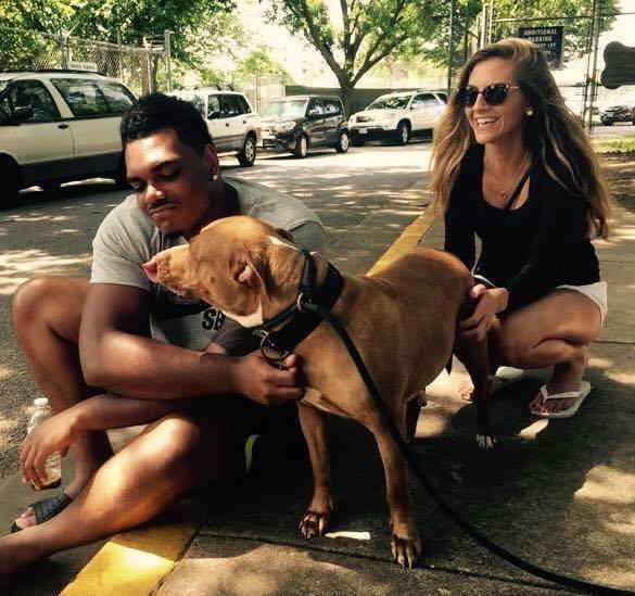 Piłkarz postanowił zaadoptować psa, który miał najmniejsze szanse na adopcję