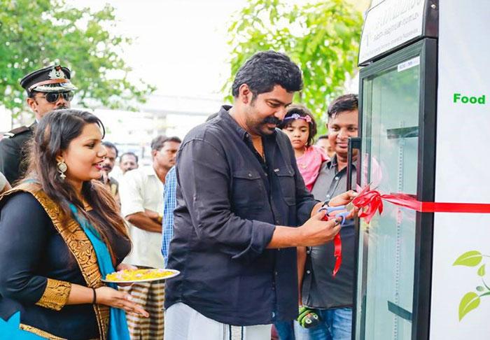 public-street-fridge-for-homeless-india-1