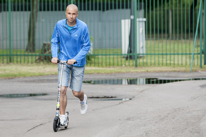 Przejechał Polskę na hulajnodze