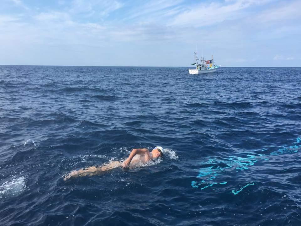 73-latek przepłynął 38 kilometrową cieśninę, w 10 godzin