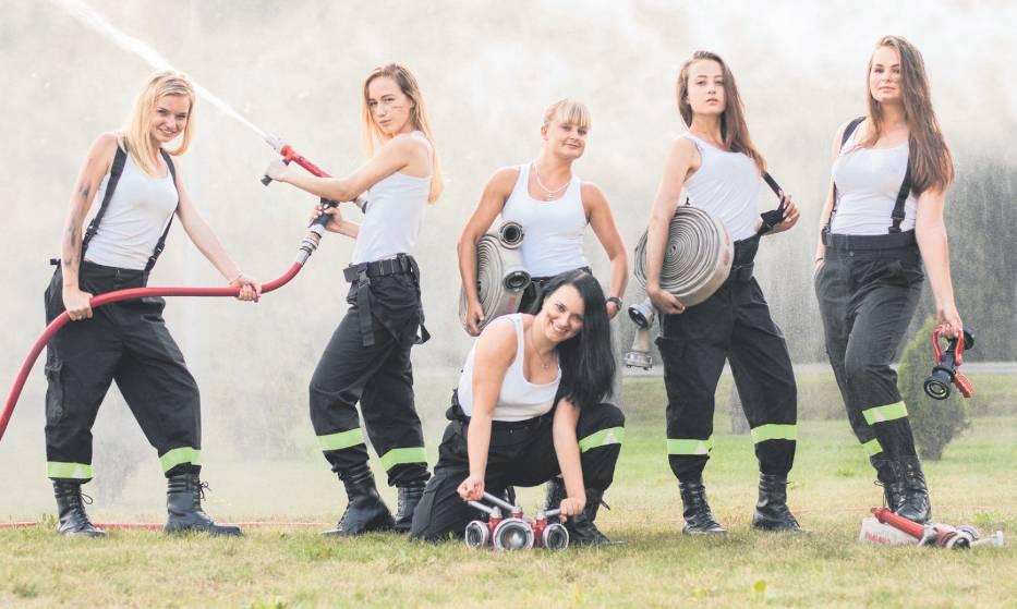 Piękne druhny z Chotowej wzięły udział w sesji do kalendarza strażackiego