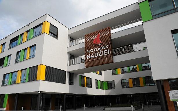"""We wrocławskim szpitalu pojawił się nieznajomy: """"Dzień dobry, chciałbym dać pół miliona na chore dzieci"""""""