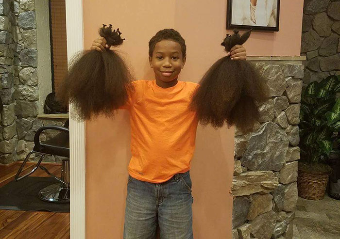 Chłopiec przez dwa lata zapuszczał włosy tylko po to, by oddać je na peruki dla chorych dzieci