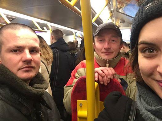 Bezdomni pomogli niewidomej w metrze. Internautka postanowiła pomóc im, urządzając zbiórkę rzeczy na Facebooku