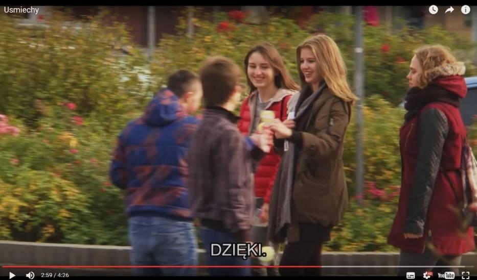 Rozdawali uśmiechy w centrum Szczecina aby sprawdzić, jak reagują mieszkańcy