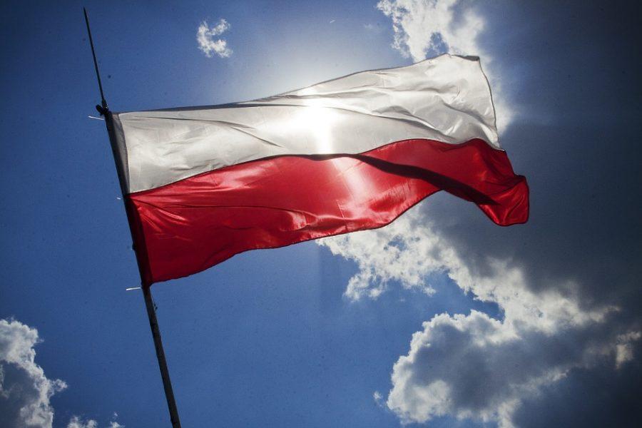 Coraz więcej Polaków odczuwa dumę z własnej narodowości