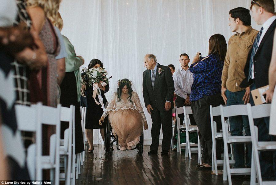 Kobieta została sparaliżowana po wypadku na pływalni, podczas swojego ślubu, postanowiła pójść na własnych nogach do ołtarza