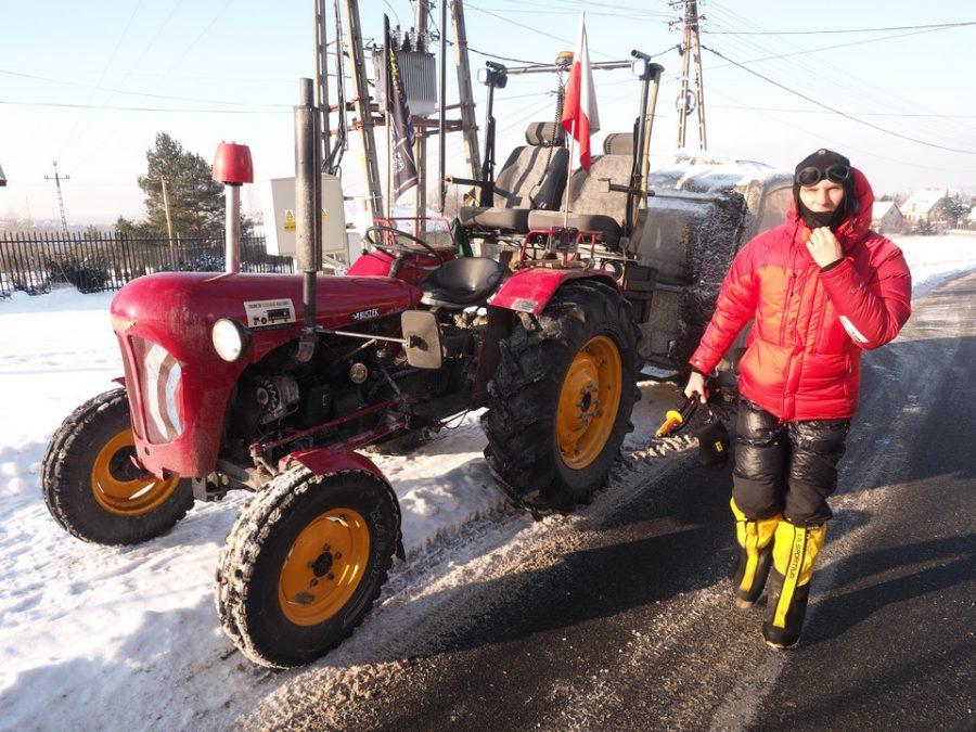 Marcin Obałek jedzie na traktorze do Afryki