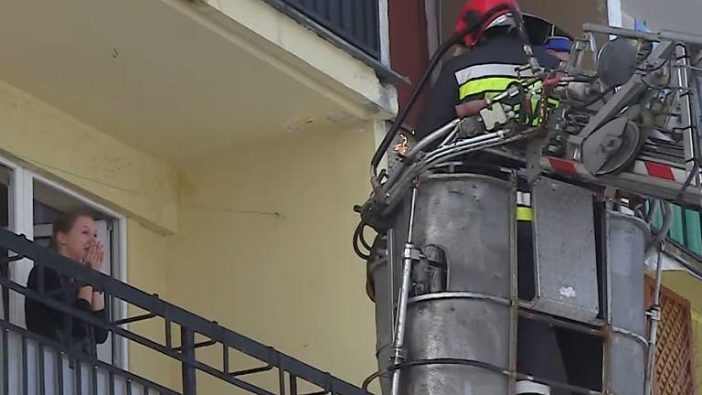 Strażak z Łukowa wdarł się na balkon swojej ukochanej, zadał jej jedno pytanie