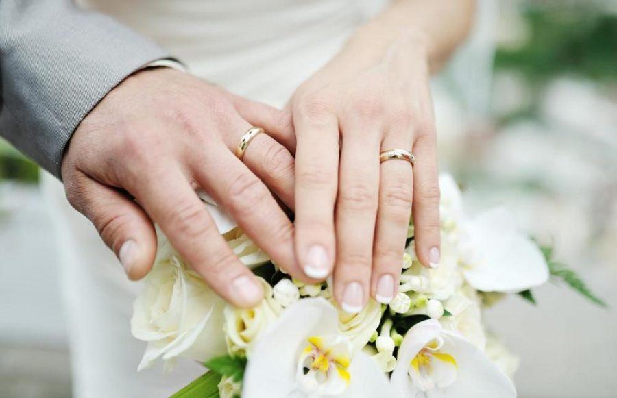 Piękny gest włoskiego proboszcza, pomógł małżeństwu odzyskać obrączki