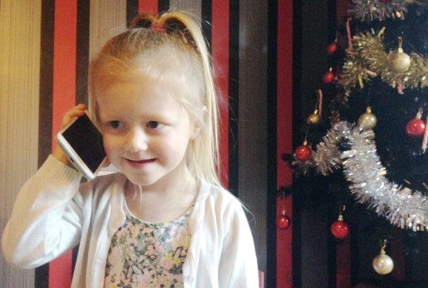 Trzyletnia  Amelia zadzwoniła pod numer ratunkowy 999, kiedy jej mama upadła po uderzeniu się w głowę