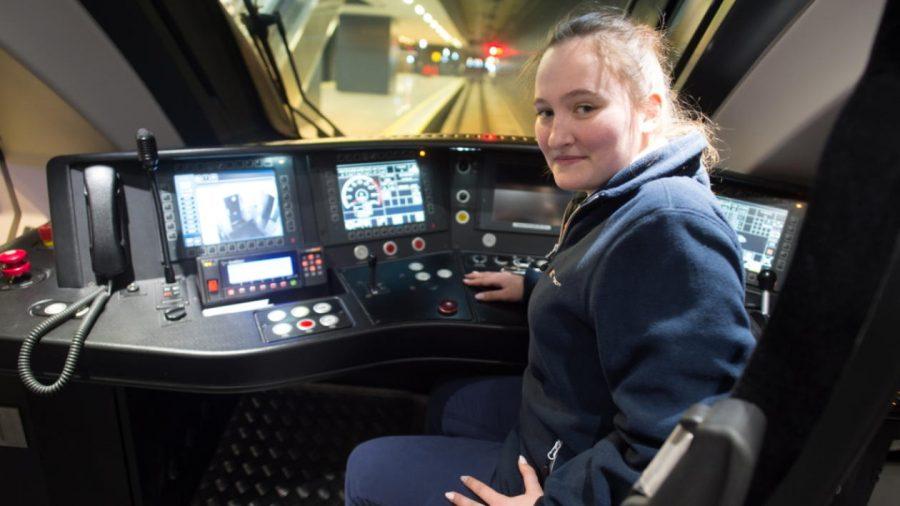 Pierwsza kobieta w Polsce za sterami szybkich pociągów