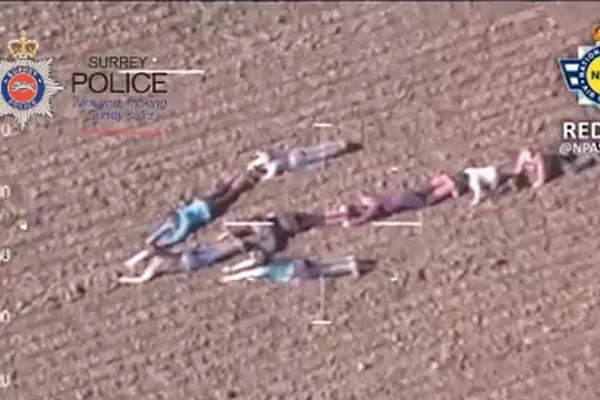Niezwykłe zachowanie dzieci pomogło pilotom policyjnego śmigłowca schwytać złodziei