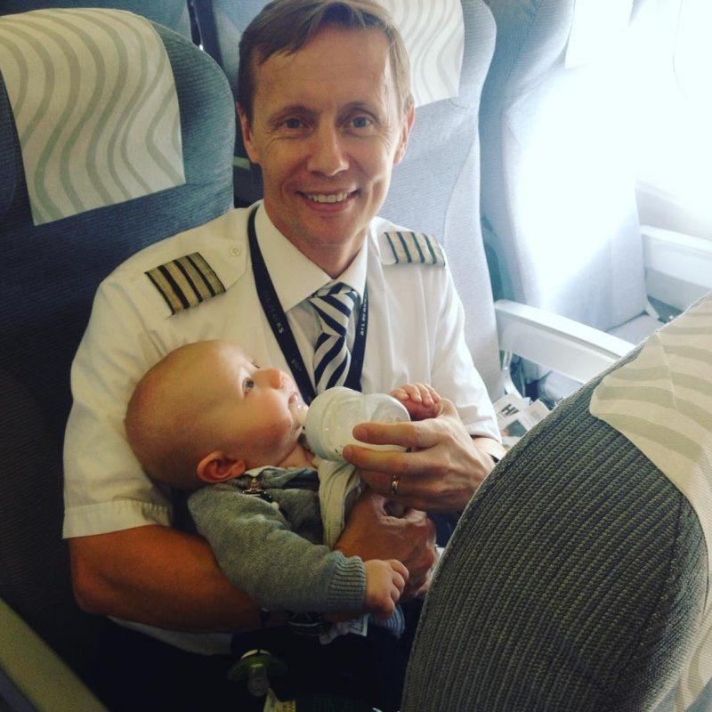 Pilot pomógł pasażerce z czwórką dzieci