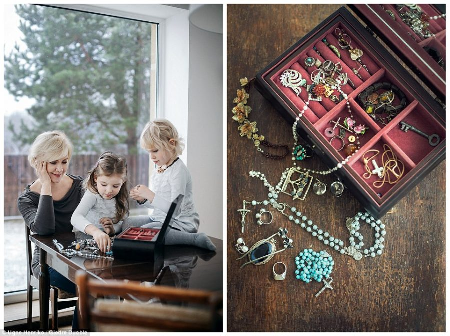 Niezwykła więź łącząca babcie i wnuczki, którą dostrzec można we wręczanych sobie prezentach