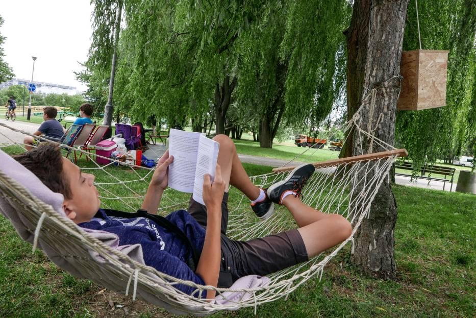 Weź książkę i odpocznij w hamaku – ciekawa propozycja na lato w mieście