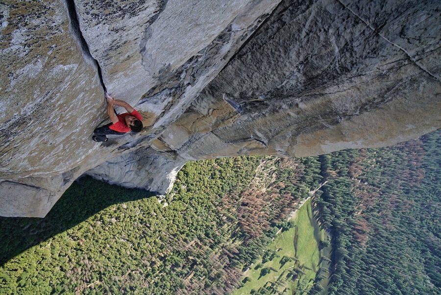 Alex Honnold to pierwszy człowiek, któremu udało się wspiąć po pionowej 900-metrowej ścianie skały El Capitan bez zabezpieczeń.