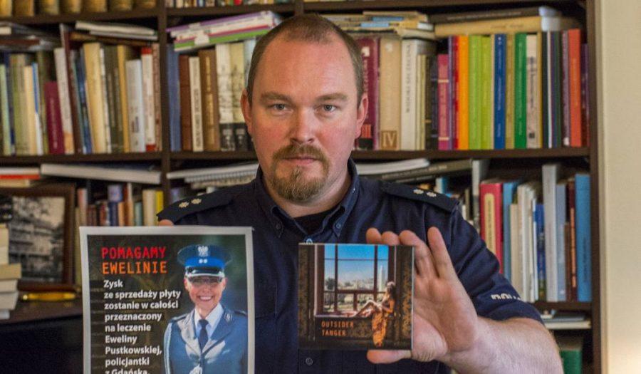 Policjant ze Szczecina nagrał płytę, aby pomóc chorej koleżance