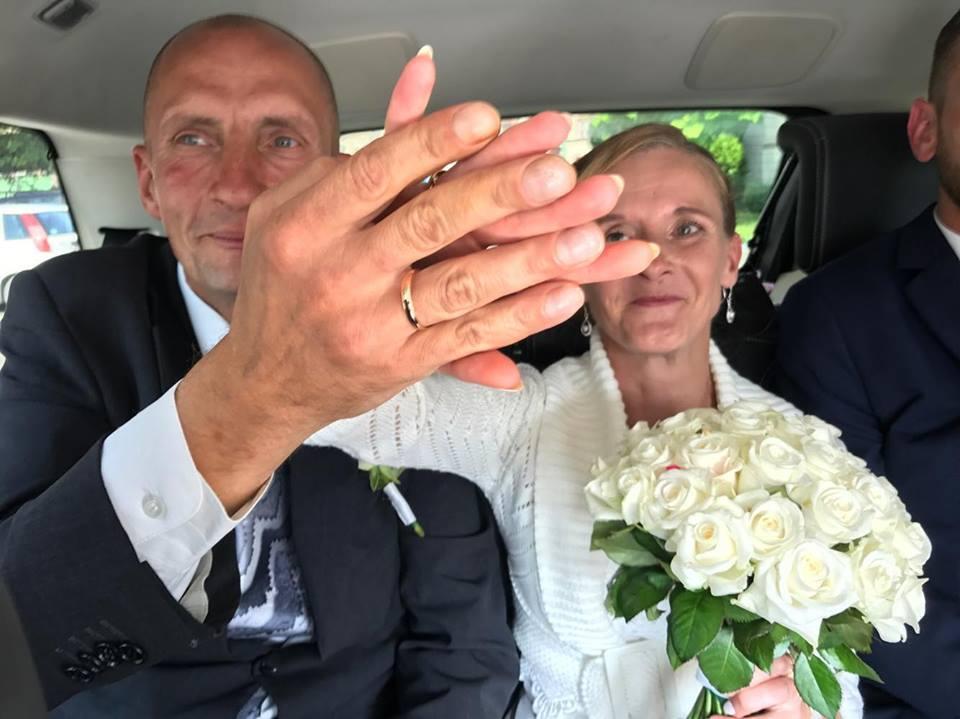 Dzięki pomocy dobrych ludzi para bezdomnych miała ślub jak z bajki