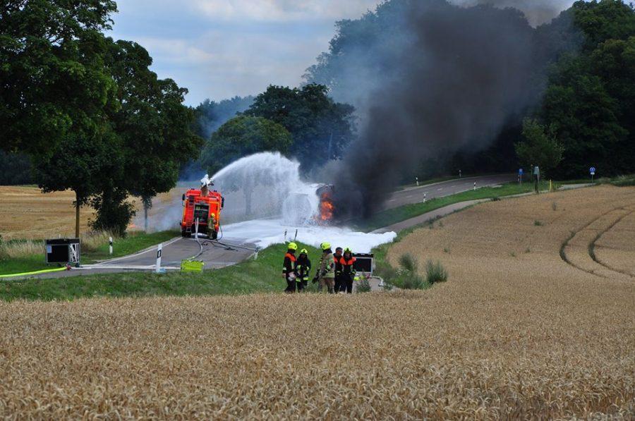 Kierowca ciężarówki ryzykował życiem, aby wyjechać płonącą cysterną z miasta