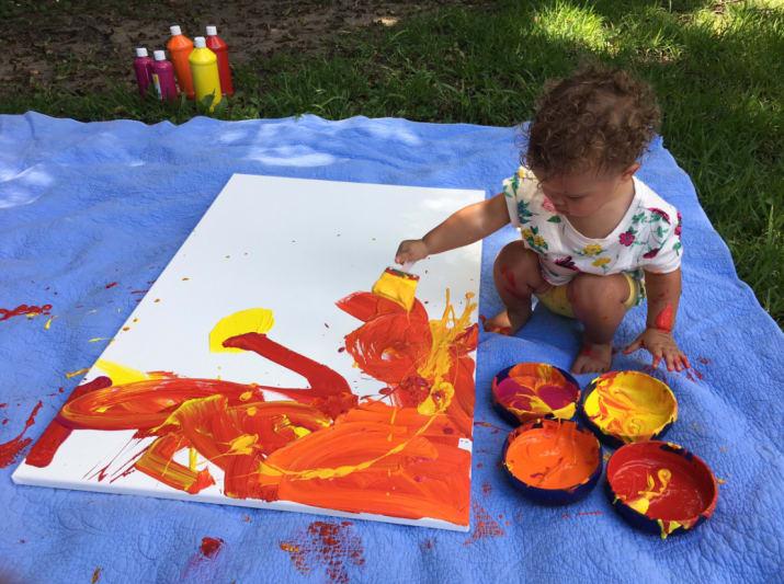 Rodzice pozwolili 2-letniej córce namalować obraz do swojego pokoju. Byli zdumieni tym, co stworzyła!