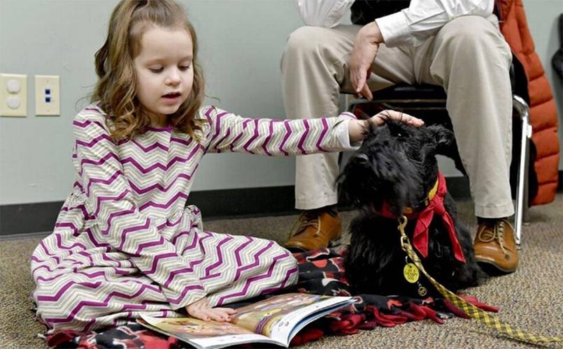 Psy pomagają dzieciom w doskonaleniu umiejętności czytania