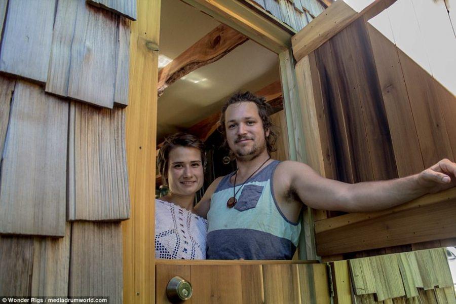 Para 24-latków zbudowała sobie w ciągu 6 miesięcy mobilny dom, efekt robi wrażenie
