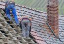 Grupa dekarzy zrobiła biednej rodzinie, w prezencie, nowy dach