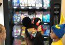 Książki z automatu na monety – ciekawy pomysł jednej ze szkół na popularyzację literatury
