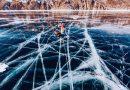 Najgłębsze jezioro na świecie w zimie zamienia się w lodową autostradę. Zobaczcie kapitalne zdjęcia!
